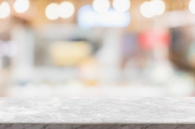 Plateau de table en marbre blanc vide sur floue