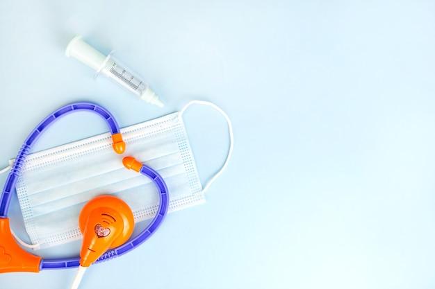 Platement sur le thème médical du kit de médecin pour enfants