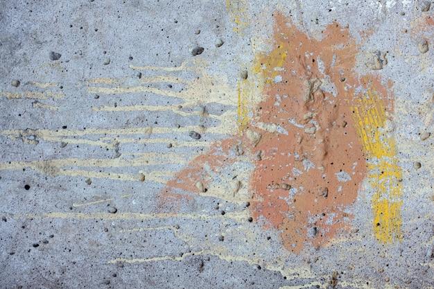 Plâtre sur le mur avec des fissures