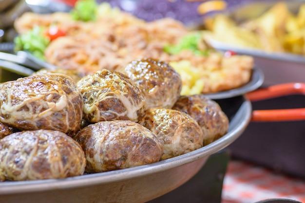 Plats d'abattage de porc hongrois traditionnels, boulettes de foie