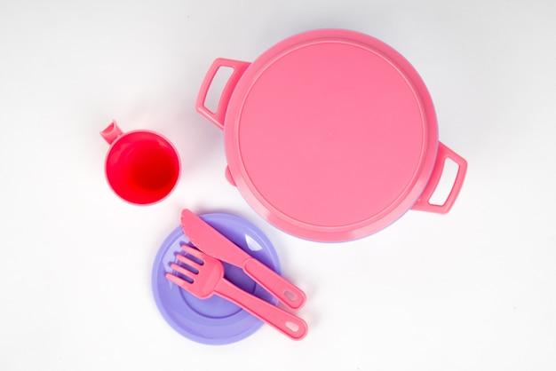 Plats enfants en plastique de couleur rose et lilas