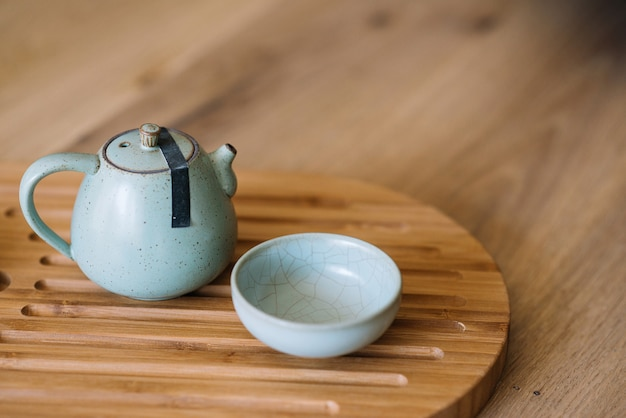 Des plats stylés pour la cérémonie du thé. concept de cuisine orientale.