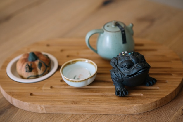 Des plats stylés pour la cérémonie du thé.