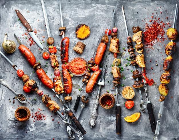 Plats de viande grillés
