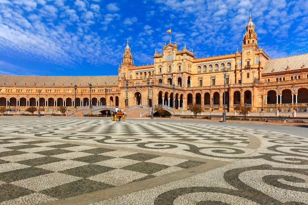 Plaza de espana à journée ensoleillée à séville, espagne