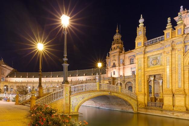 Plaza de espana la nuit à séville, espagne