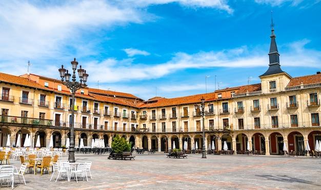 Plaza mayor de leon dans le nord-ouest de l'espagne