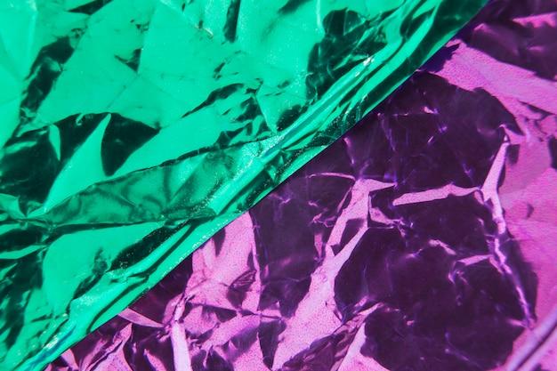 Plein cadre de papier vert et rose enveloppé de plis