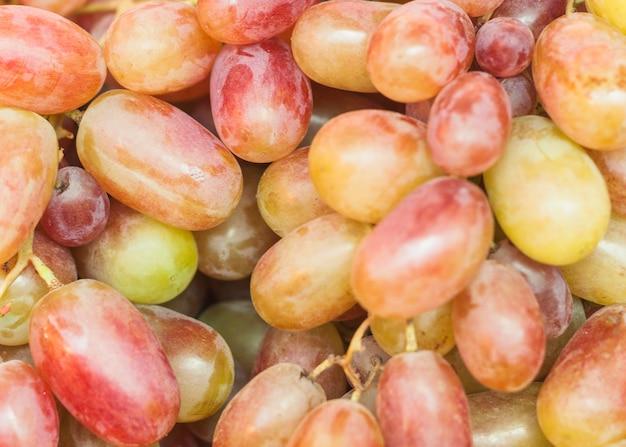 Plein cadre de raisins biologiques