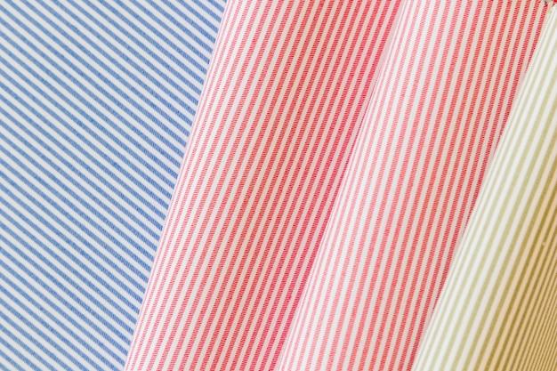 Plein cadre de tissu plissé à rayures colorées