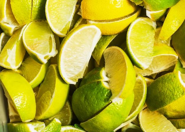 Plein cadre de tranches de citron juteuses