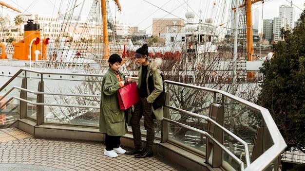 Plein coup, femme, tenue, sac shopping