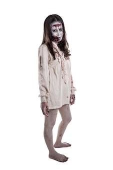 Pleine longueur de zombie femme asiatique isolé sur fond blanc