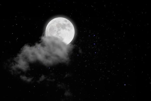 Pleine lune avec étoiles et nuages. nuit romantique