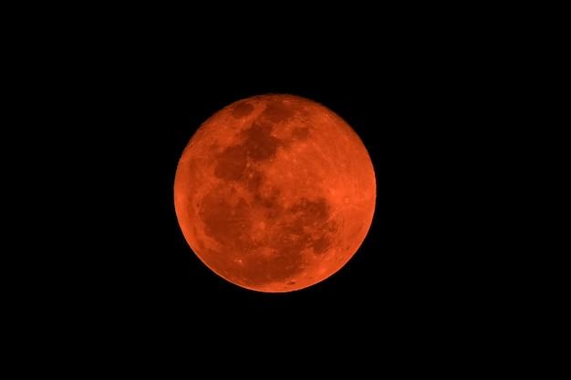 Pleine lune rouge, phénomène naturel éclipse lunaire.