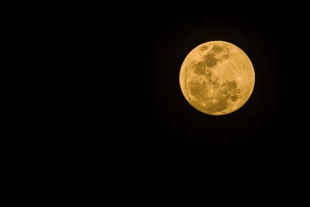Pleine lune sur sk foncé