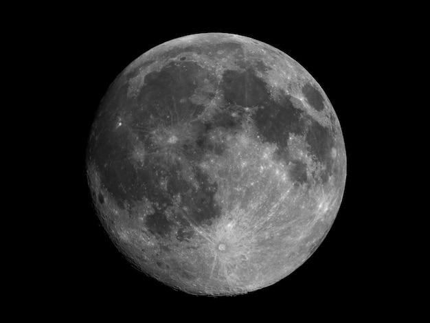 Pleine lune vue au télescope