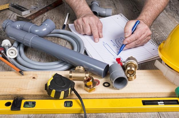 Plomberie avec différents outils