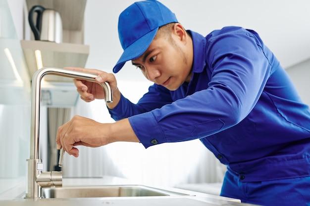 Plombier installation robinet