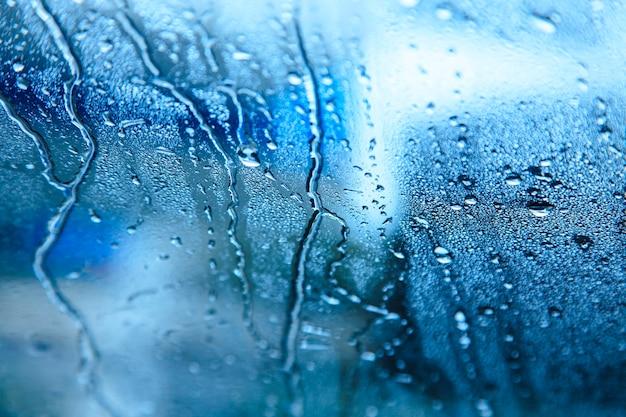 Pluie sur le verre
