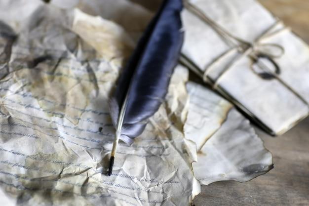 Plume de lettre ancienne en papier