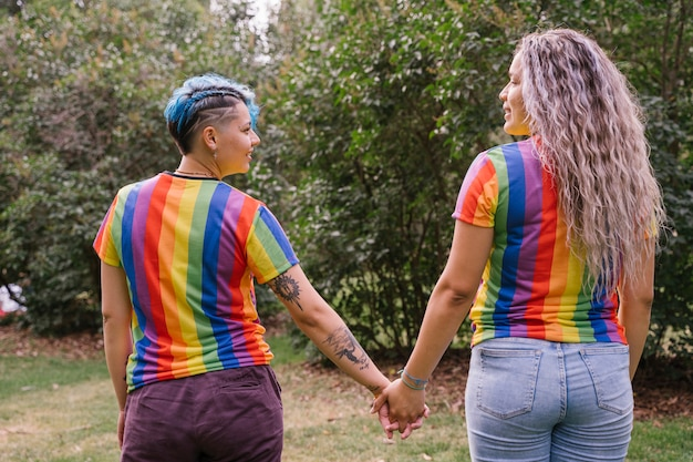 Plus qu'une amitié entre deux femmes, un amour multiculturel sans frontières.