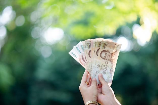Plusieurs billets de banque des cadres financiers