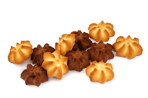 Plusieurs biscuits sablés alléchants isolés