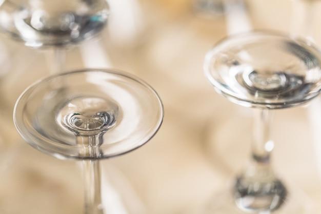Plusieurs mêmes verres vides