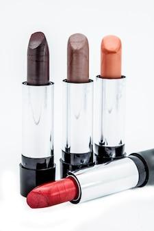 Plusieurs rouges à lèvres