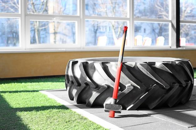 Pneu lourd et marteau pour l'entraînement en salle de gym