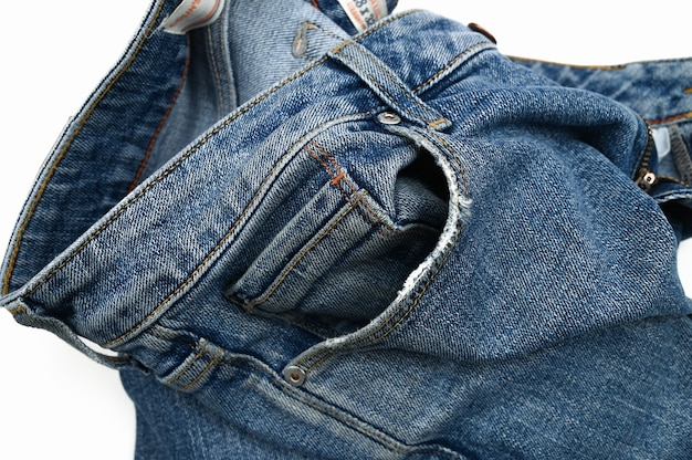 Poche minable sur un jean, gros plan