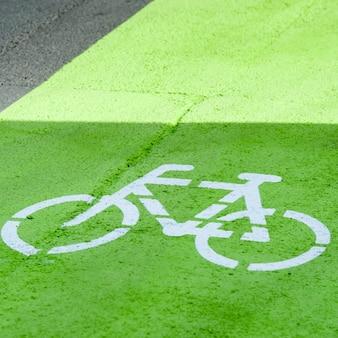 Pochoir de vélo sur le chemin