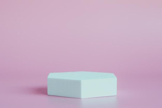 Podium blanc sur fond rose, pour la présentation des produits