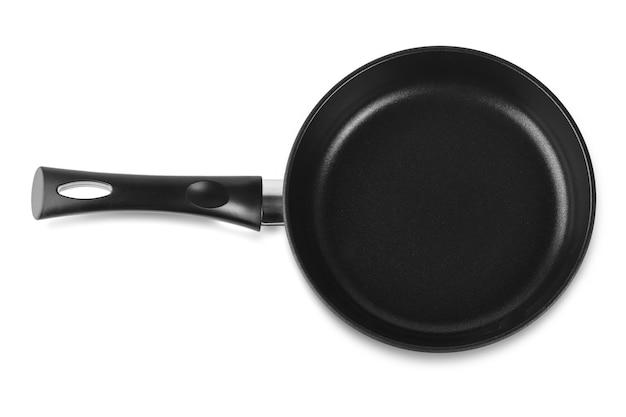 La poêle à frire noire sur blanc