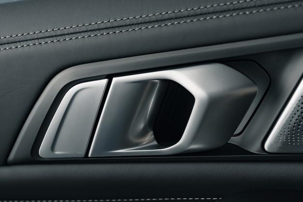 Poignée de porte de voiture de luxe moderne close up