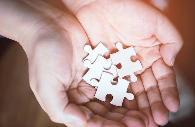 Poignée de puzzles pour le concept d'options commerciales