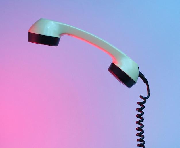 Poignée de téléphone à l'ancienne, néon bleu rouge, années 80