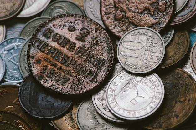 Une poignée de vieilles pièces de monnaie russes