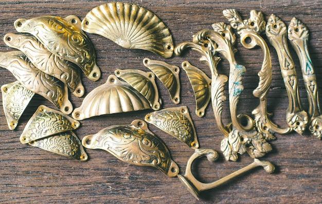 Poignées de tiroir en laiton antique