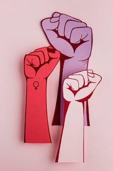 Poings dans le pouvoir des femmes de l'air