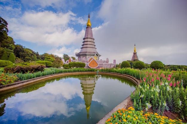 Point de repère de deux pagodes