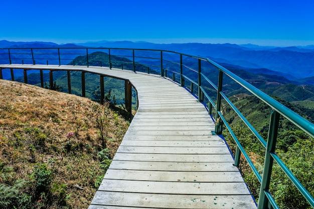 Point de vue de la montagne doi pui ko à mae hong son, thaïlande.