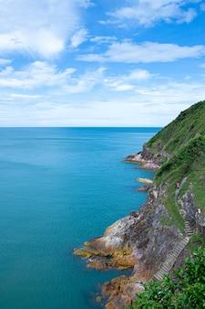 Point de vue montagnes et mer province de chanthaburi thaïlande