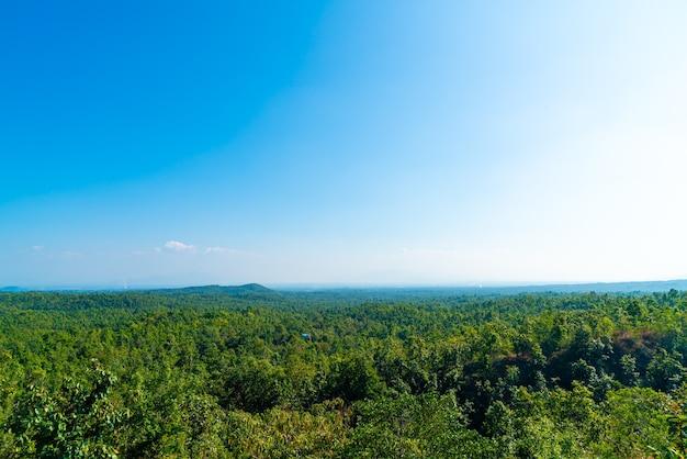 Point de vue de pha chor avec la nature dans le parc national de mae wang, chiang mai, thaïlande