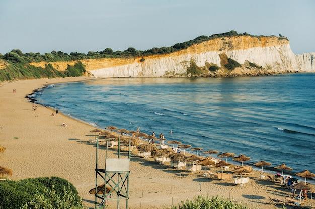 Point de vue de la plage de gerakas sur l'île de zakynthos.
