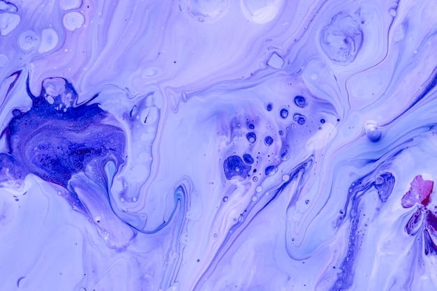 Points d'encre bleue abstraite dans l'eau