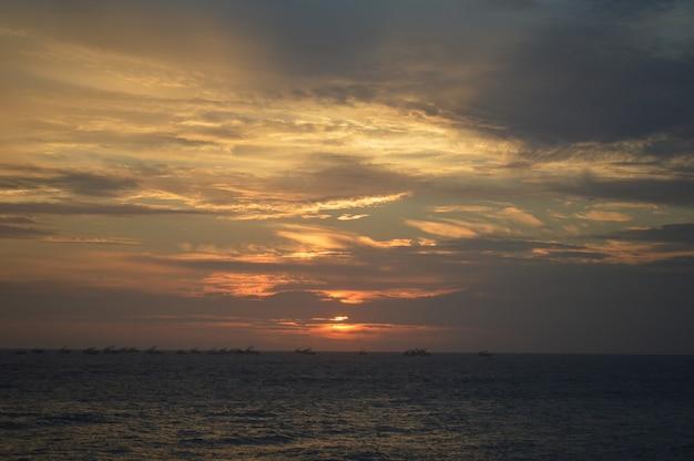 Poire avec beau coucher de soleil