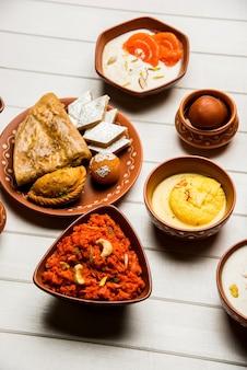 Pois chiches fendus rôtis daliya / dalia ou chana dal est un en-cas sain et populaire en bordure de route en inde