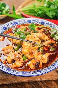 Un poisson bouilli délicat chinois